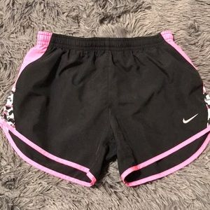 Girls Nike tempo run shorts!